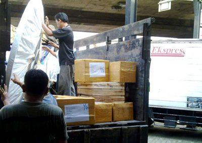 Packing dan Pengiriman Barang - Logistik